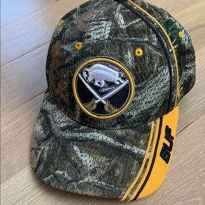 NHL Buffalo Sabres Zephyr ZFit M/L hat
